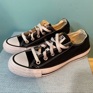 Black Converse all star low tops